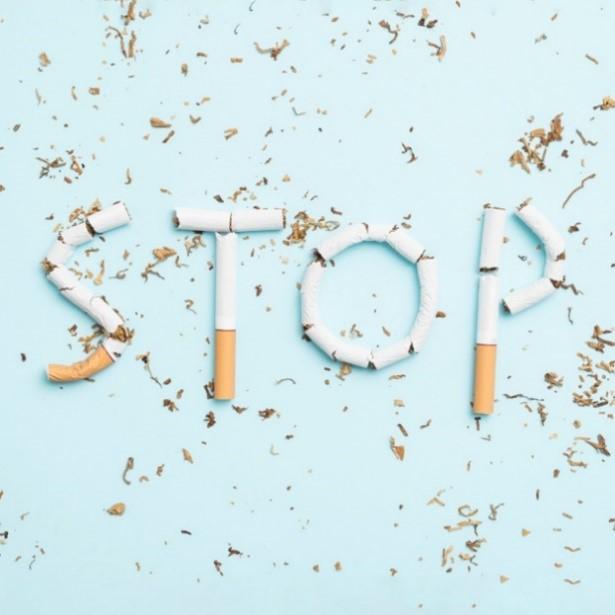 Cigarettes formant le mot STOP