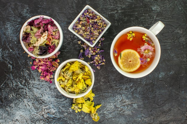 Tisane et fleurs séchées